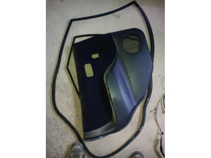 Vand fete usi Daihatsu Sirion 1.3 din 2000
