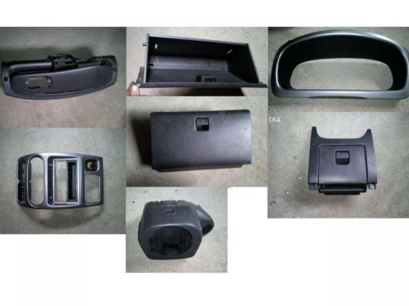 Vand plansa bord ( fara ceasuri ) si sertare Daihatsu Sirion 1.3 M1