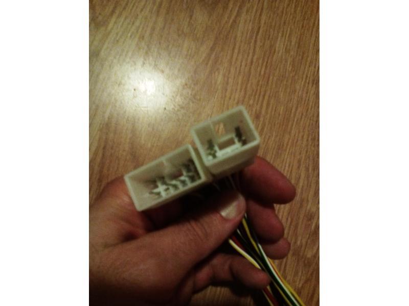 Vand mufe adaptoare cd player iso-daihatsu sirion 2000