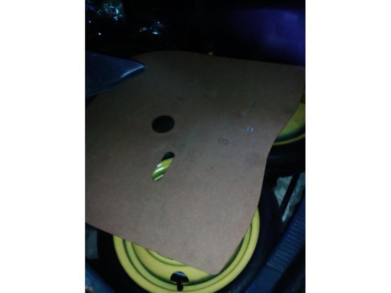 Vand placaj portbagaj roata rezerva Toyota Corolla e112 2001 3 usi